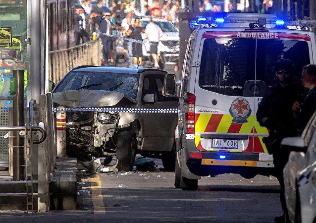 Policía australiana en el lugar del atropello en Melbourne