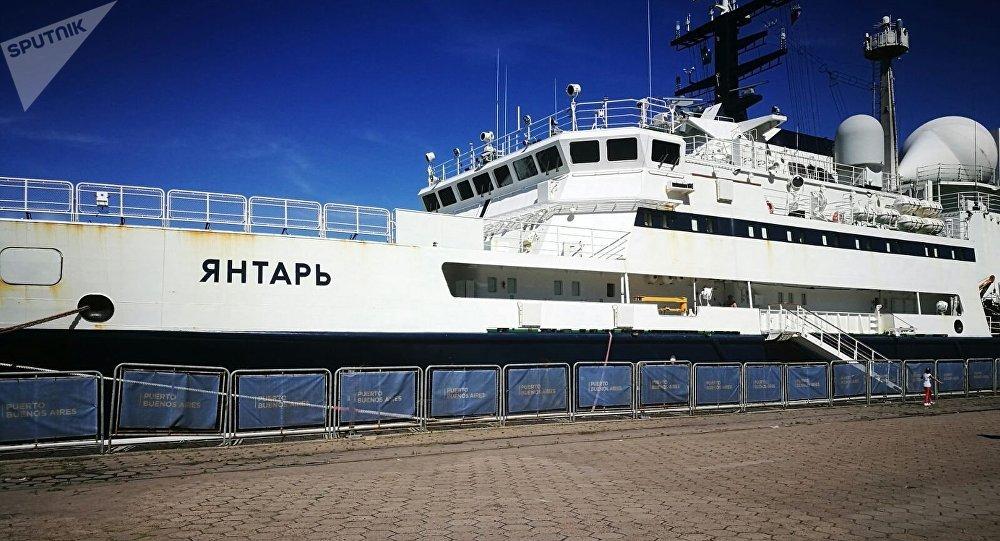 El buque oceanográfico ruso Yantar