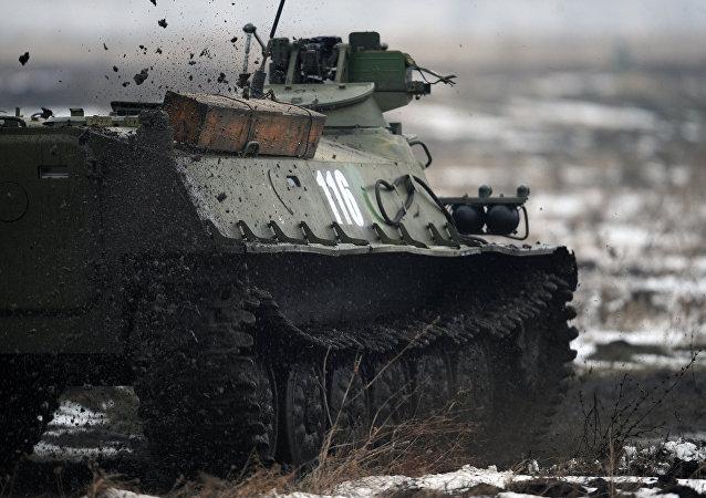 El blindado de combate anfibio soviético MT-LB