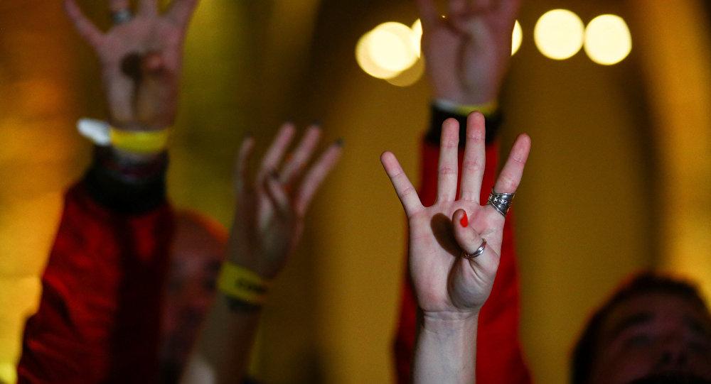 La gente reacciona a los resultados de las elecciones en Cataluña