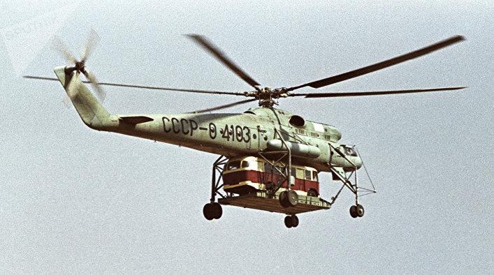 Mi-10 lleva un autobús