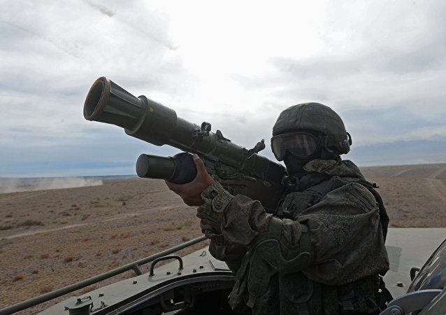 Soldado con un sistema de defensa aérea portátil (imagen referencial)