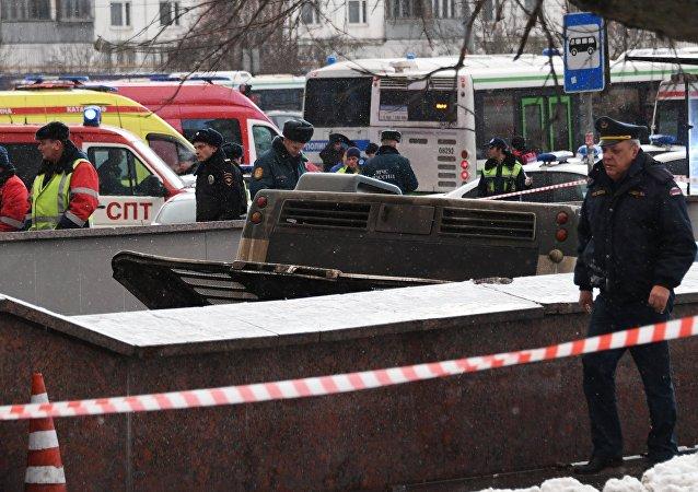 Varios muertos tras el choque de un autobús contra un paso subterráneo en Moscú