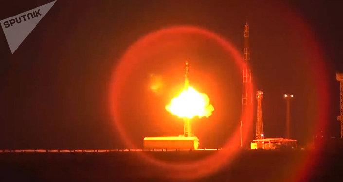 Rusia ensaya el misil balístico RS-12M Topol