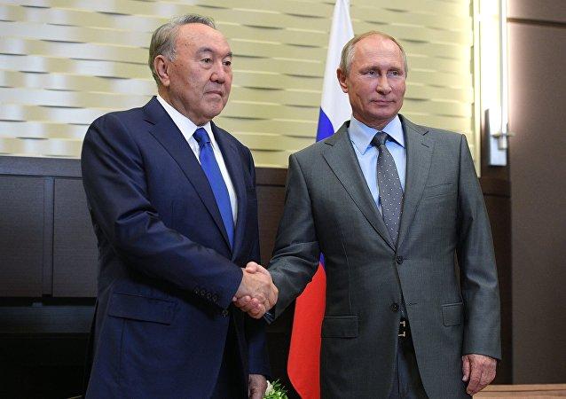 Presidente de Kazajistán, Nursultán Nazarbáev,  y presidente de Rusia, Vladímir Putin