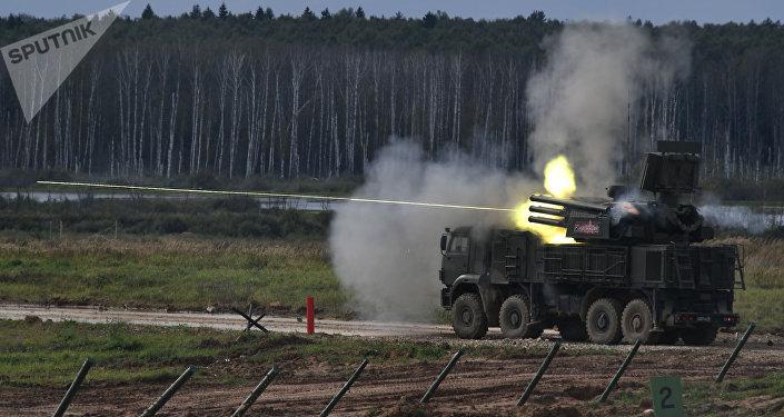 El sistema antiaéreo ruso Pántsir-S1 atacando un blanco (imagen referencial)