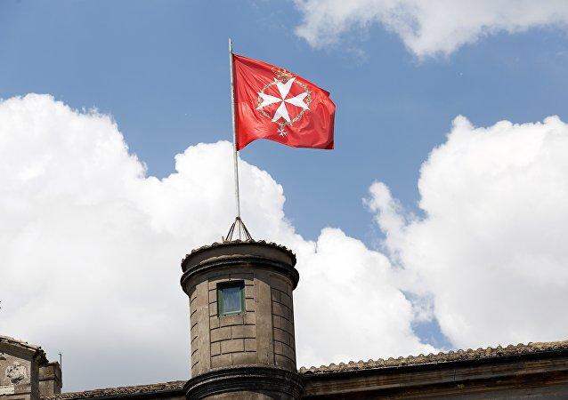 Bandera oficial de la Soberana Orden Militar de Malta