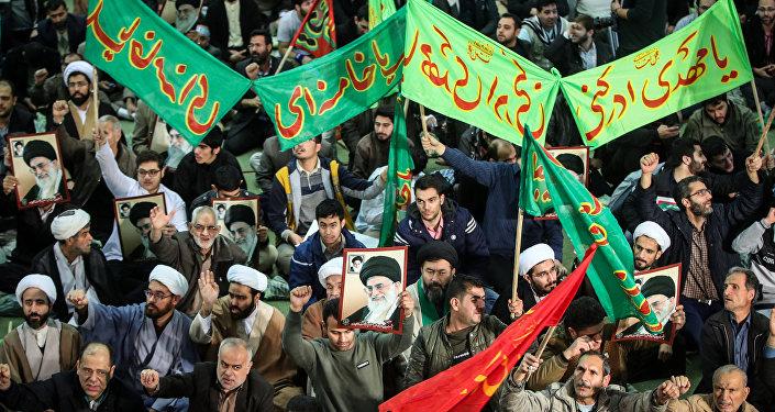 Los seguidores del presidente de Irán, Hasán Rohaní, durante las protestas en el país