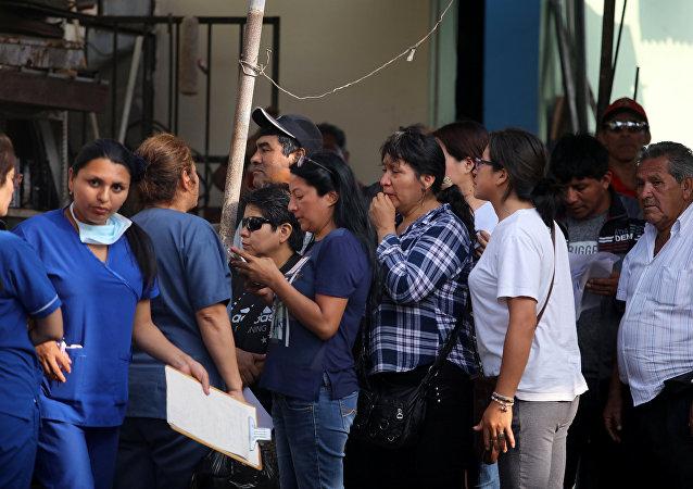 Familiares de las víctimas del accidente con autobús en Perú