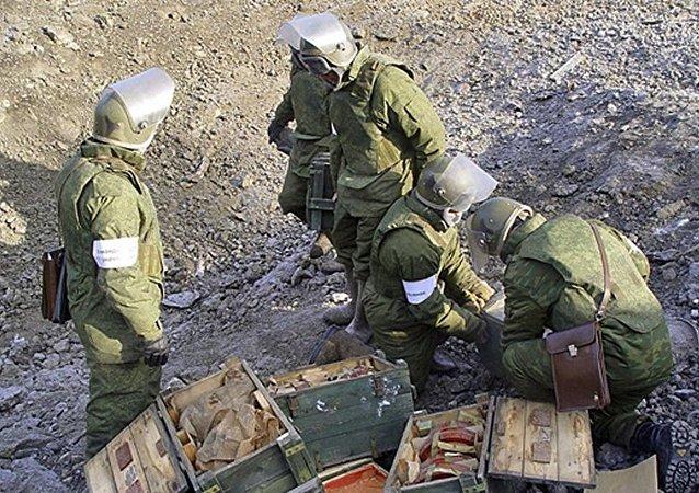 Zapadores rusos durante las labores de demolición en la región de Chukotka
