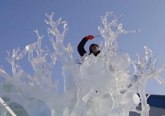 El 7 concurso internacional de esculturas de hielo finalizó en la ciudad china de Harbin.