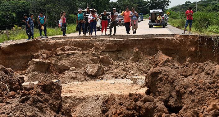 Un puente colapsado, en Bolivia