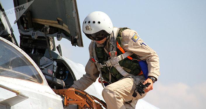 Piloto ruso en la base aérea de Hmeymim en Siria, foto de archivo