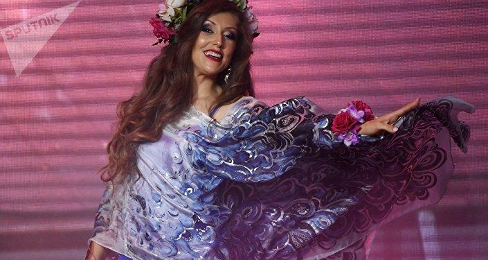 Elizaveta Rodina durante el concurso de belleza Mrs. Rusia 2017