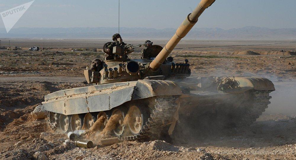Tanque sirio cerca de Palmira