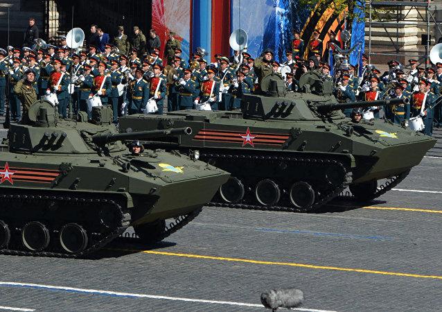 Los vehículos de combate BMD-4M, durante el desfile de la Victoria en la Plaza Roja de Moscú (2017)
