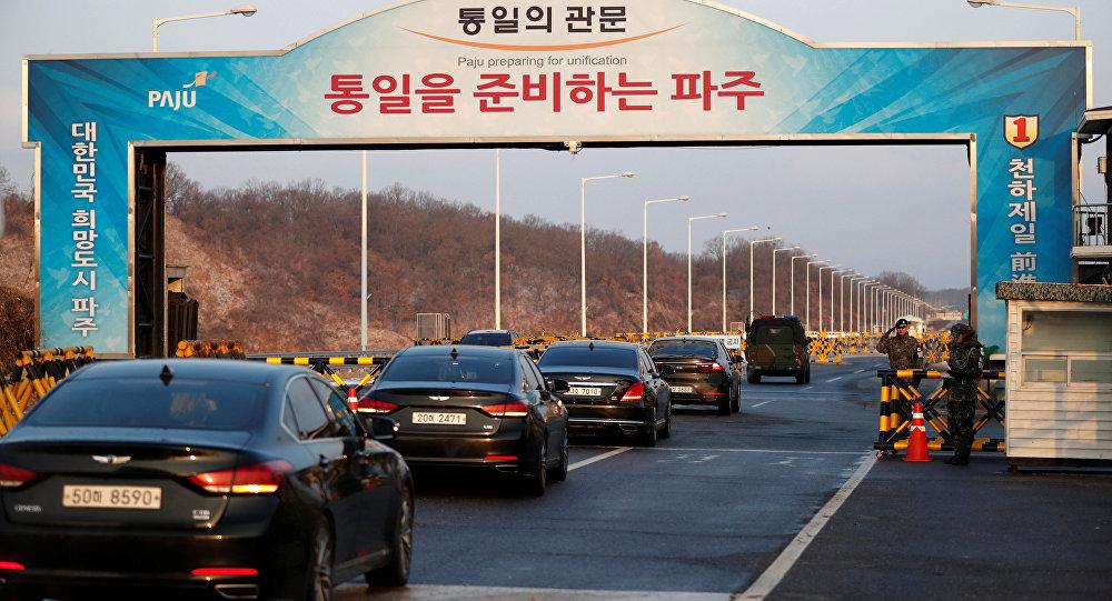 Delegados surrcoreanos cruzan línea de demarcación militar