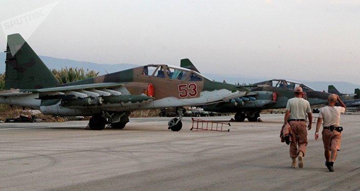 Aviónes Su-25 rusos en el aeródromo de Hmeymim en Siria