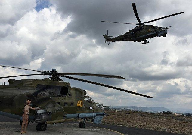 Helicópteros Mi-24 en el aeródromo de Hmeymim en Siria (archivo)