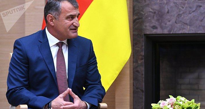 Anatoli Bibílov, el presidente de Osetia del Sur