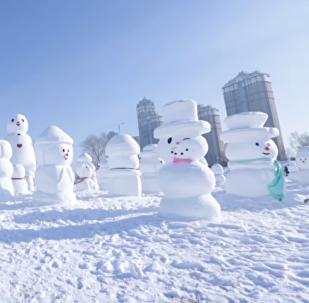 China celebra la llegada del año nuevo con 2018 muñecos de nieve