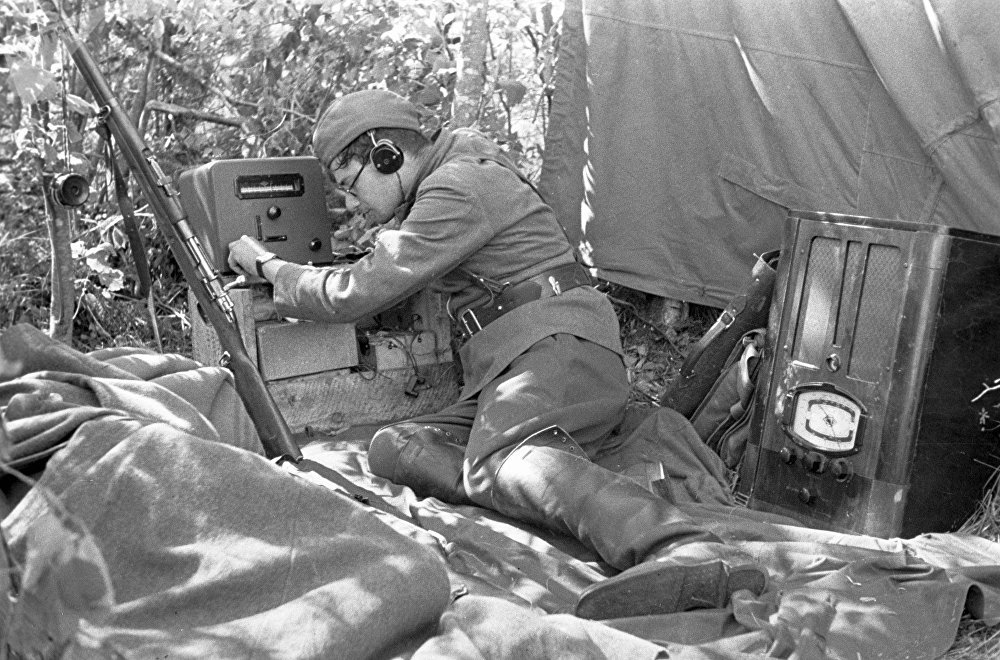 Un operador de radio soviético