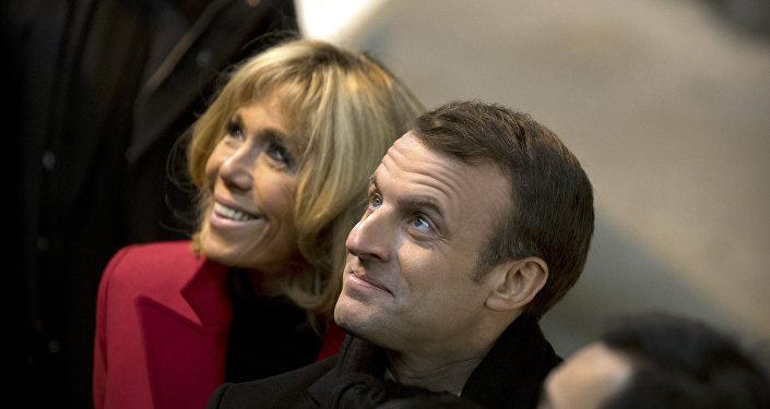 Emmanuel Macron y su esposa Brigitte Macron