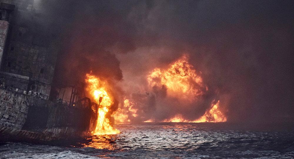 El incendio en el petrolero panameño el Sanchi en las aguas del mar de China Oriental