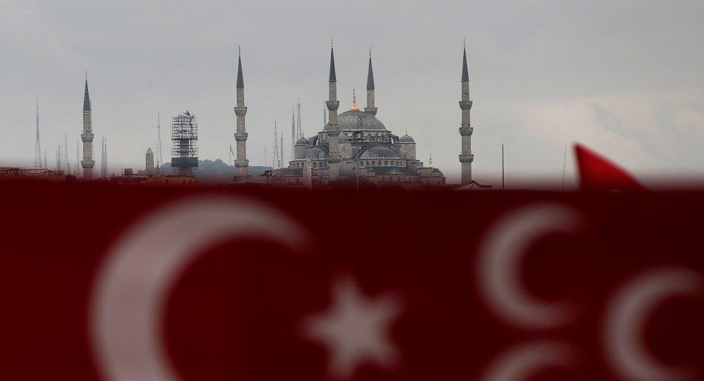 Bandera de Turquía en Estambul (archivo)