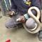 Un indio muere al tratar de coser la boca de una cobra venenosa