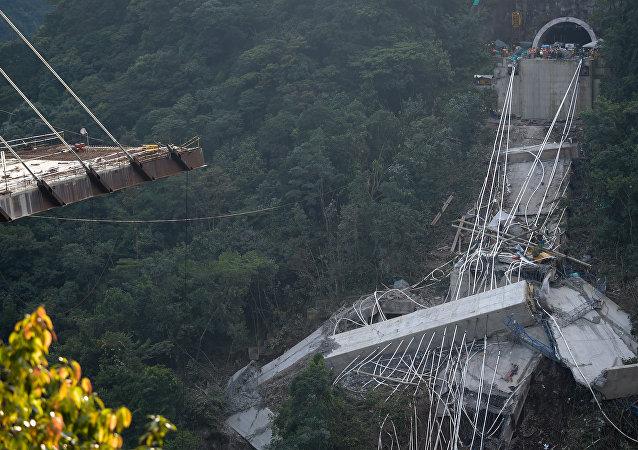 El desplome de viaducto en Colombia