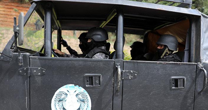 Fuerzas de seguridad venezolanas durante la operación para capturar a Óscar Pérez