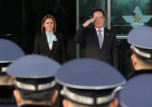 María Dolores de Cospedal, la ministra de Defensa española durante su visita a Corea del Sur
