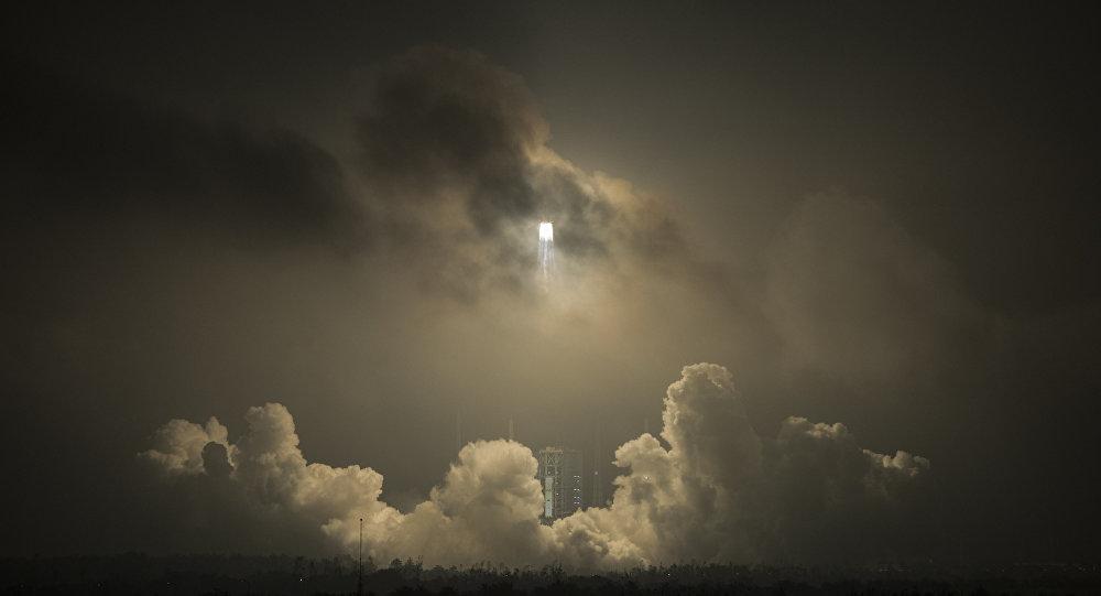 Lanzamiento de un cohete chino Larga Marcha (archivo)