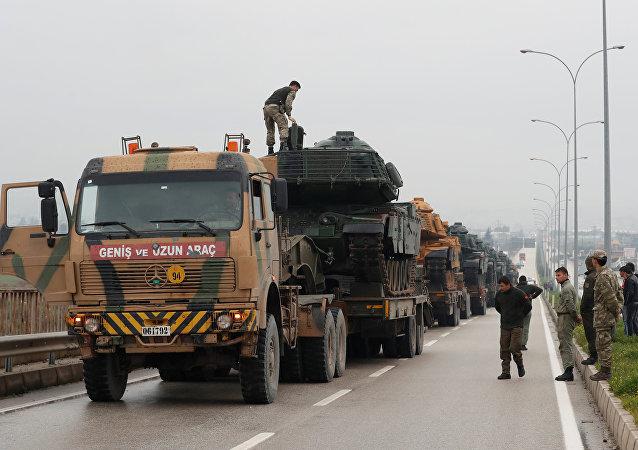 Militares turcos en la frontera con Siria