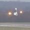 El increíble aterrizaje de un avión en medio de un huracán