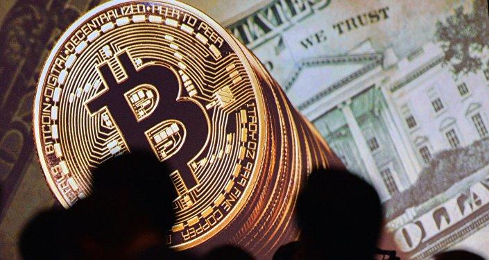 Bitcoin y dólares de EEUU (imagen referencial)