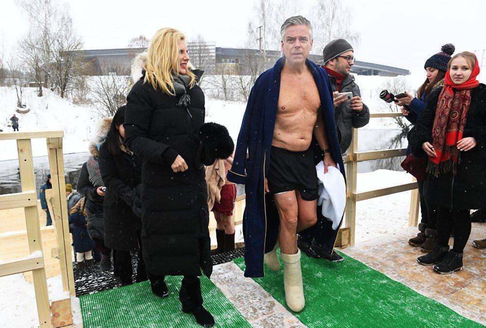 El embajador estadounidense Jon Huntsman y su mujer durante la celebración de la Epifanía Ortodoxa en Moscú