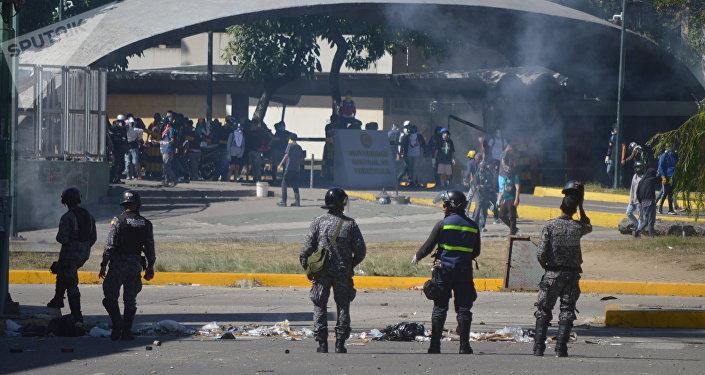 Enfrentamientos durante protesta opositora en Caracas, Venezuela
