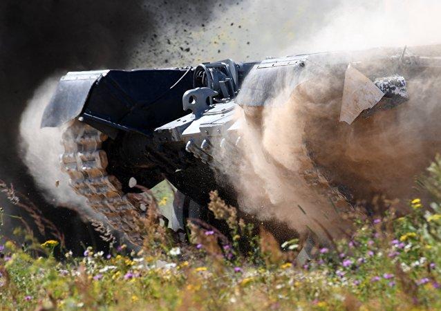 Las orugas de un tanque