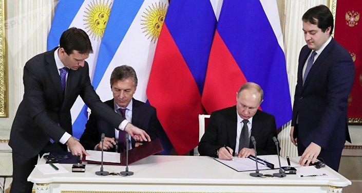 El presidente argentino, Mauricio Macri, y el presidente ruso, Vladímir Putin