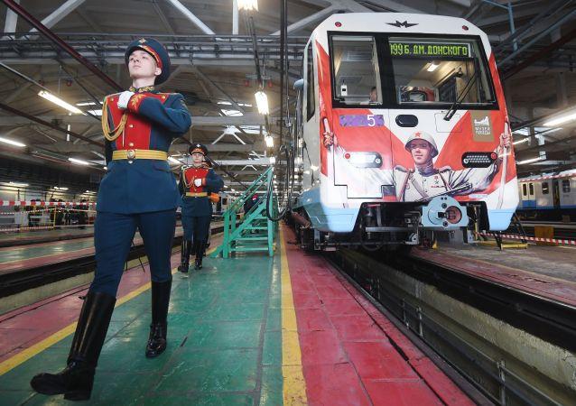 El 'tren de la Victoria' empieza a circular por el metro de Moscú