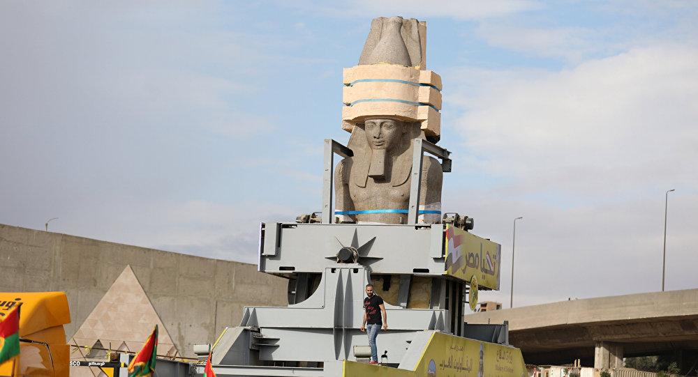 El traslado de una estatua de Ramsés II