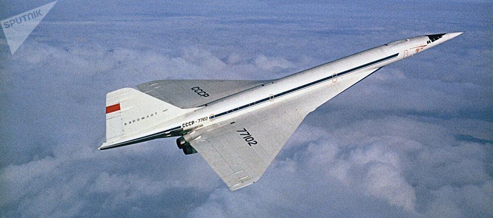 Un avión comercial supersónico soviético Tu-144 (archivo)