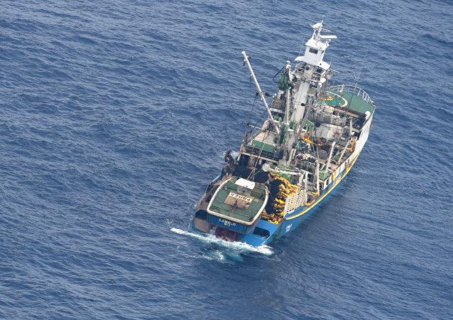 Un bote salvavidas con siete sobrevivientes del transbordador desaparecido, MV Butiraoi