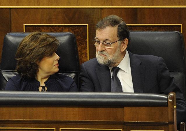 Vicepresidenta del Gobierno español, Soraya Sáenz de Santamaría, y el presidente del Gobierno, Mariano Rajoy (archivo)