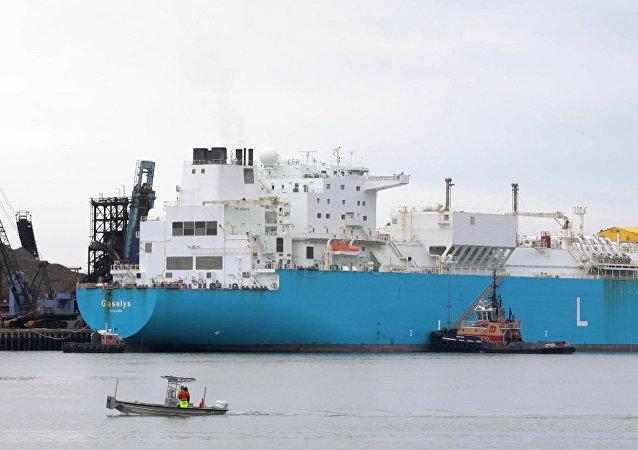 El primer buque con gas natural licuado procedente de Rusia atraca en EEUU