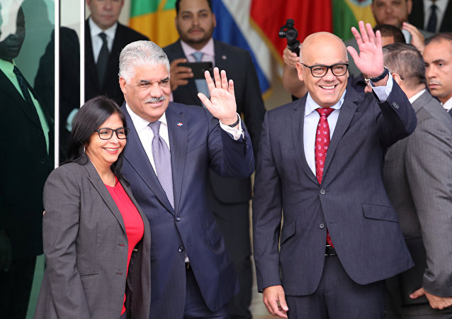 Presidente de la Asamblea Nacional Constituyente de Venezuela, Delcy Rodríguez, Canciller de la República Dominicana Miguel Vargas y ministro venezolano de Comunicación Jorge Rodríguez