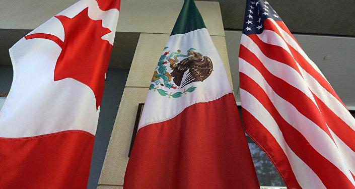 Las banderas de Canadá, México y EEUU (archivo)