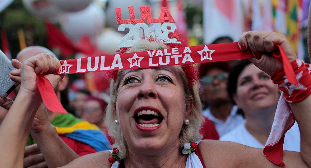 Una mujer partidaria de Lula da Silva